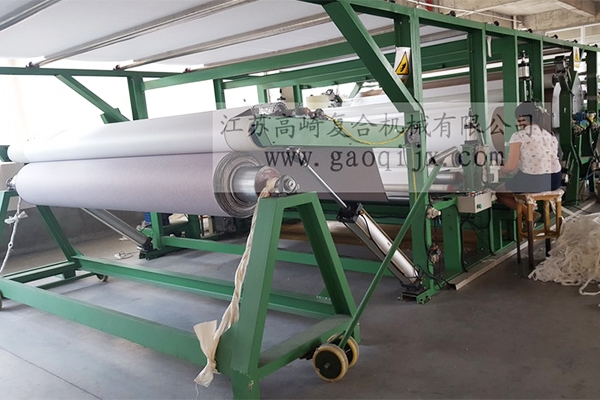 Seamless wall covering compound machine